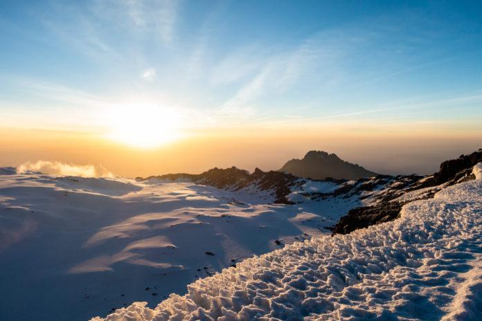 Sonnenaufgang am Kraterrand des Kilimanjaro