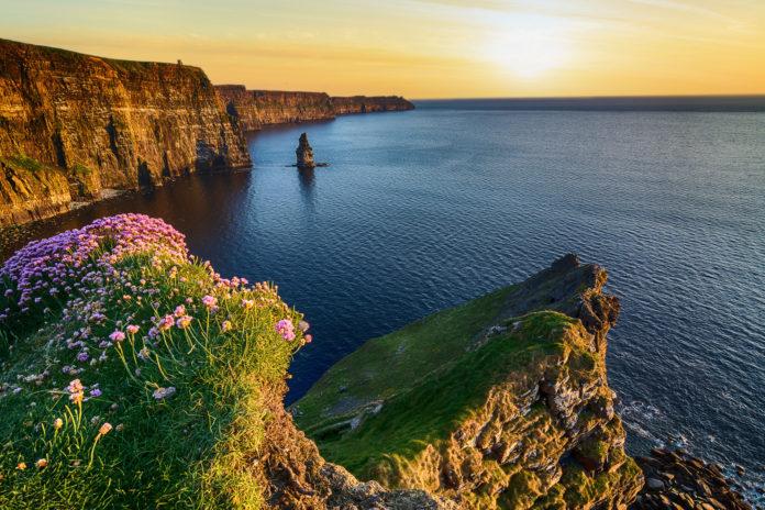 Die Cliffs of Moher bei Sonnenuntergang