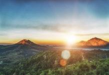 Der Vulkan Gunung Agung bei Sonnenaufgang