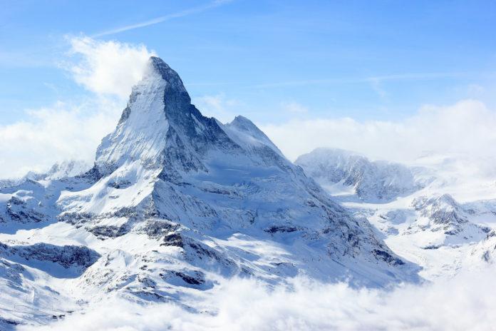 Das Matterhorn im Winter mit Schnee