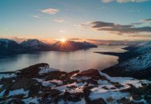 Landschaft Nordwegen mit Mitternachtssonne