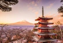 Der Mount Fuji im Abendrot