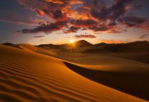 Schöne Abendstimmung in der Sahara Wüste