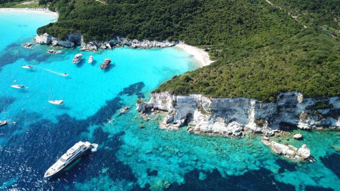 Türkiser Voutoumi beach Drohnenaufnahme