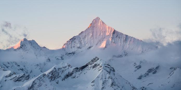 Das majestätische Weisshorn bei Sonnenaufgang