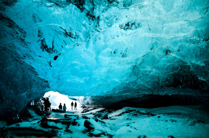 Eishöhle im Vatnajökull Gletscher Island