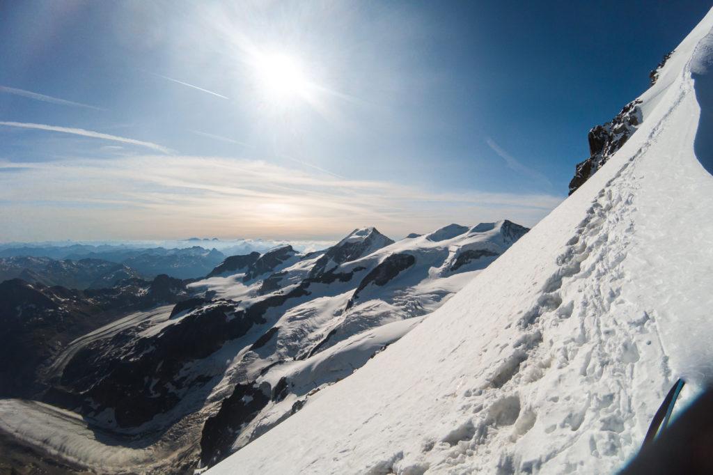 Biancograt mit Blick auf die umliegende Berglandschaft