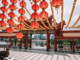Bunte Lampions in Tempel in Kuala Lumpur